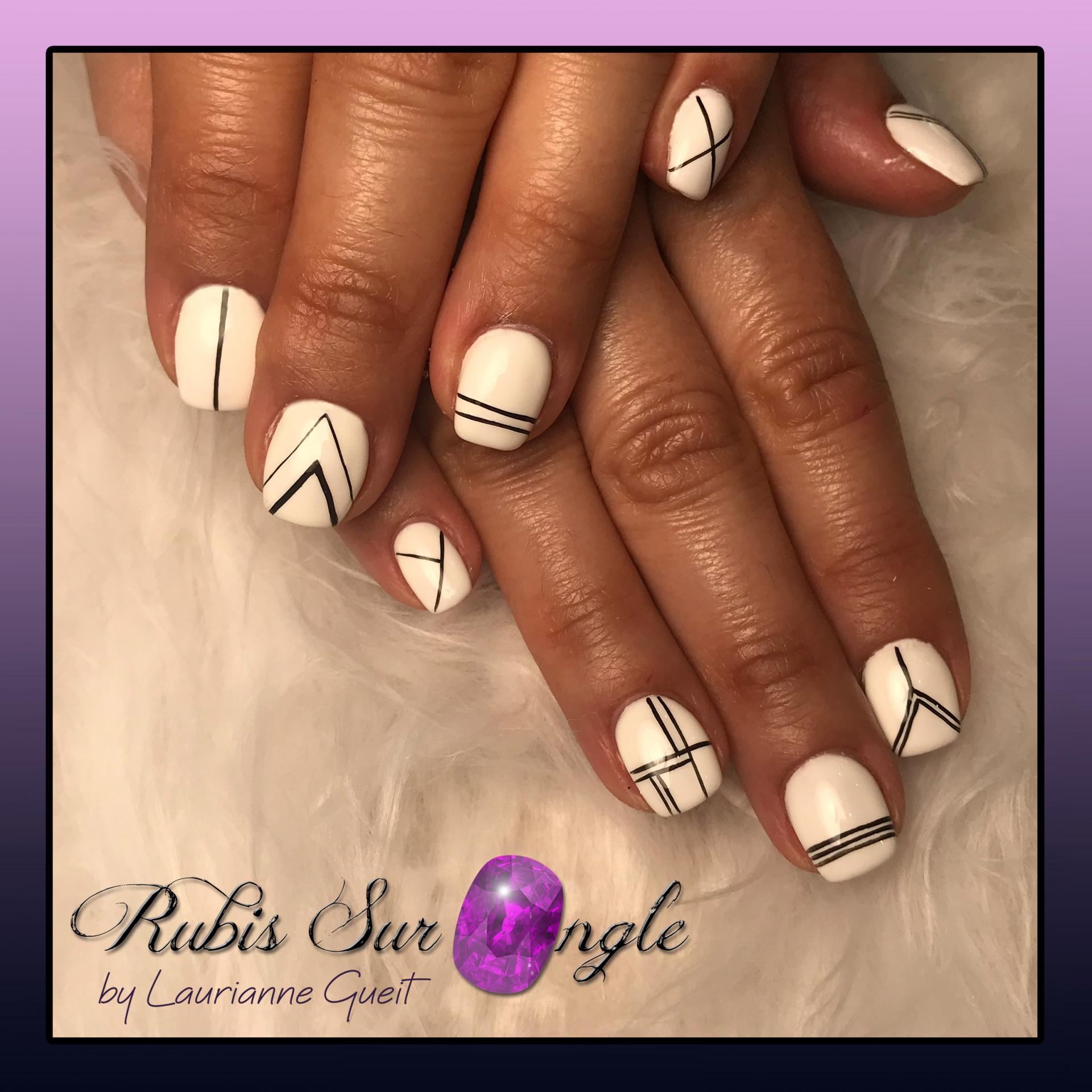 Rubis Sur Ongle Nail Art Graphique