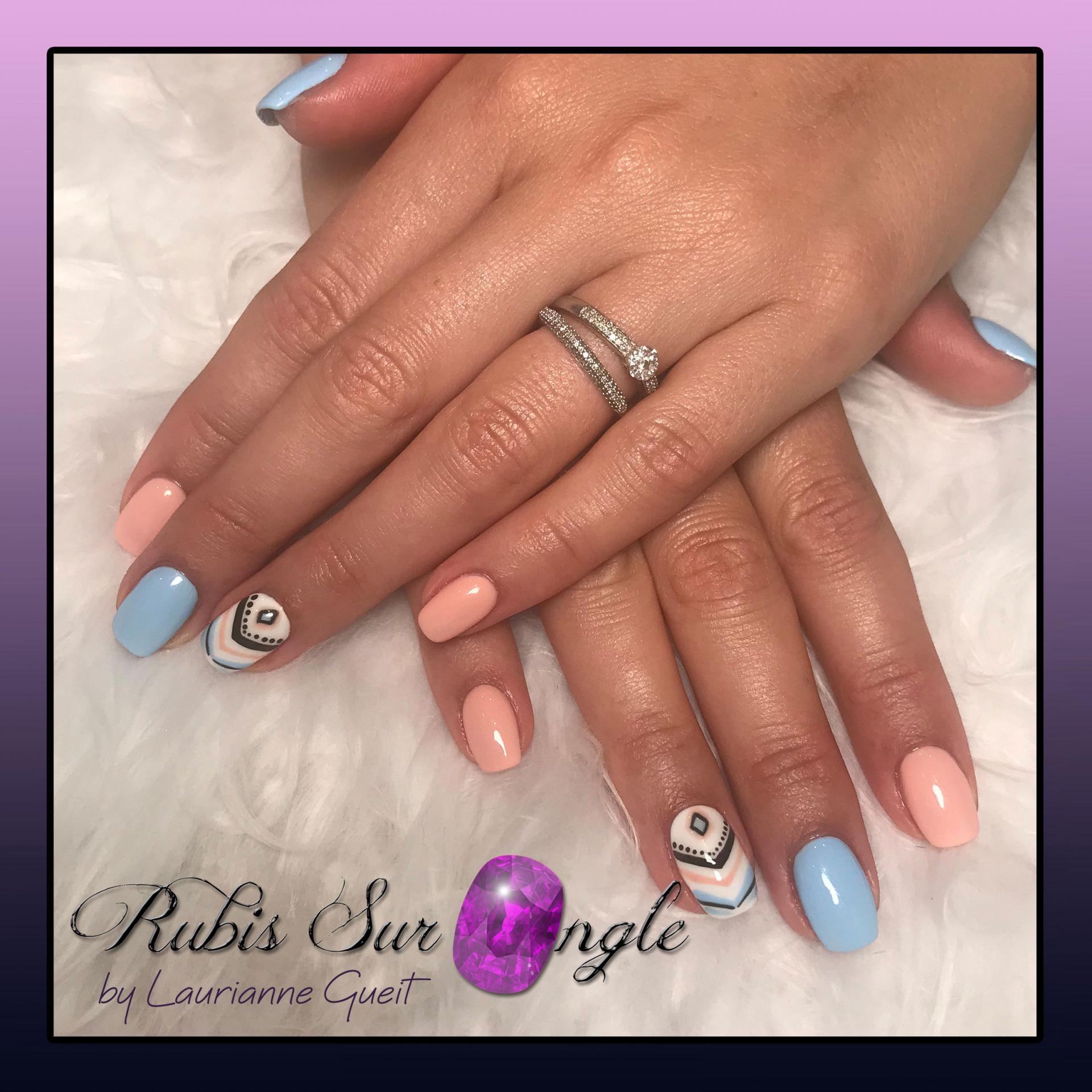 Rubis-Sur-Ongle-Nail-Art-Bleu-Rose-Pastel