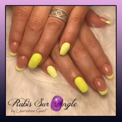 Rubis-Sur-Ongle-Nail-Art-French-Jaune-Effet-Sucre