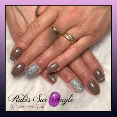 Rubis-Sur-Ongle-Nail-Art-Taupe-Argent-Effet-Sucre